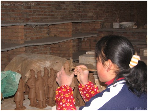 making clay terracotta warriors