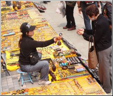 street vendor transaction - 渡渡鸟 .