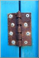blue door rusty hinge