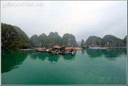 halong floating village